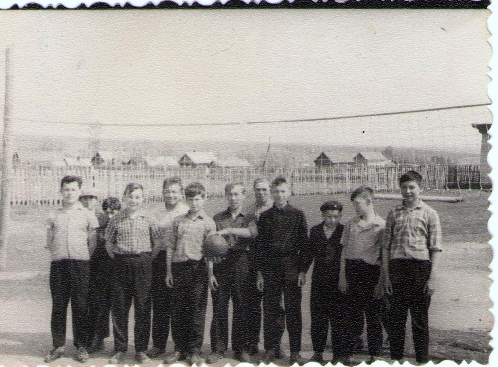 Фото волейбольной команды дер.Семенчино - начало 60-х гг. 20 века