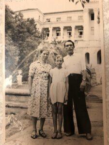 Иванов Александр Александрович с женой и дочерью