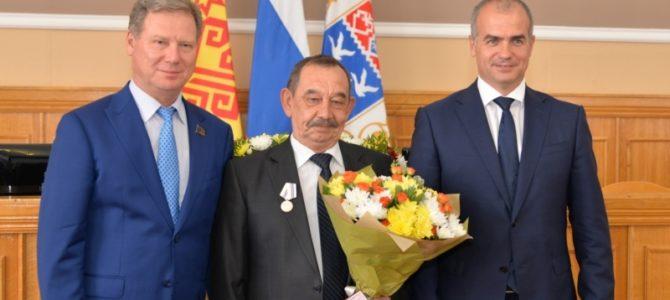 Заведующий операционным блоком Владимир Чамеев награжден медалью «За заслуги перед городом Чебоксары»