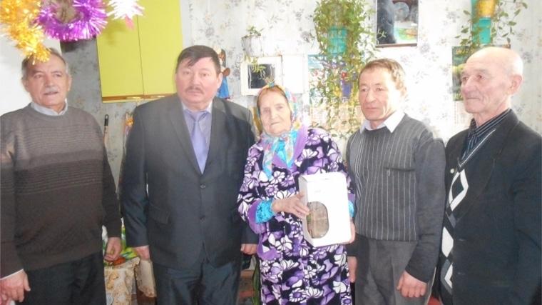 Сельский учитель с 44-летним педстажем В.Н. Ильина из д.Мокры Канашского района отметила 90-летний юбилей