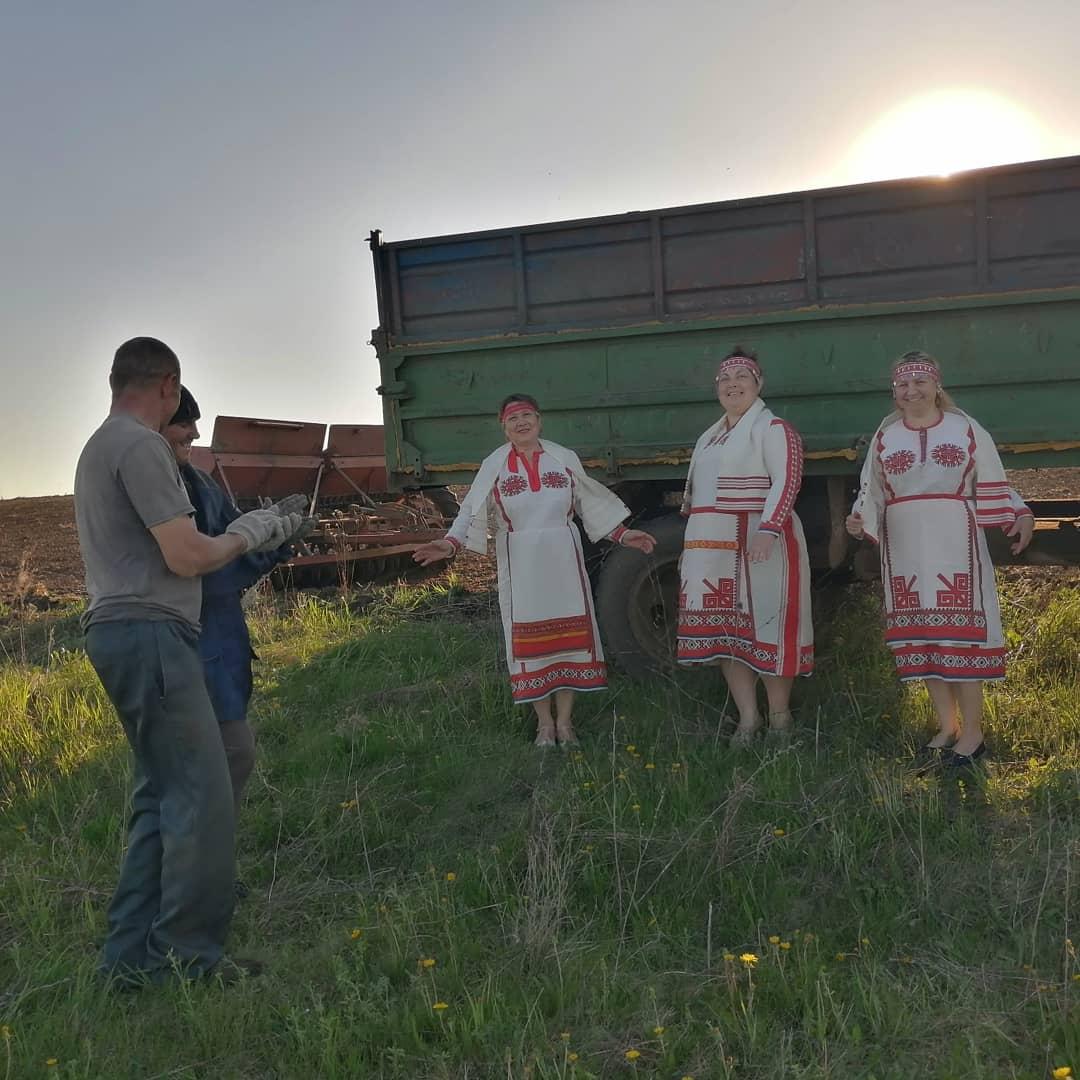Выезд агитбригады «Чишмэ» к труженикам СХПК»Янгильдинский»