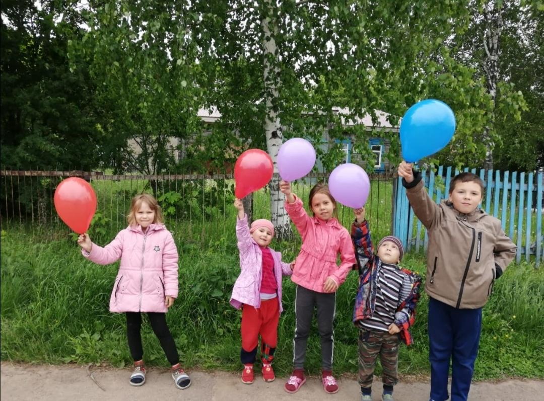 Read more about the article Игровая программа «Дети – цветы жизни»