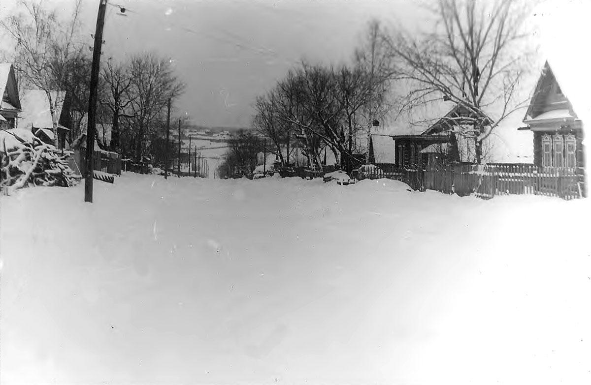Зима на Центральной улице села Семенчино